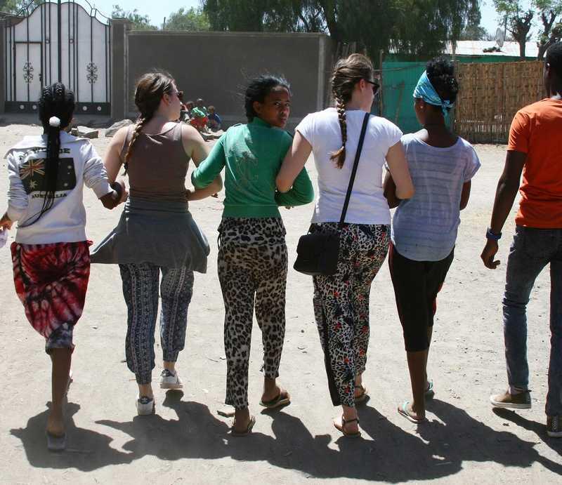 Deutsche und Äthiopier laufen in einer Reihe